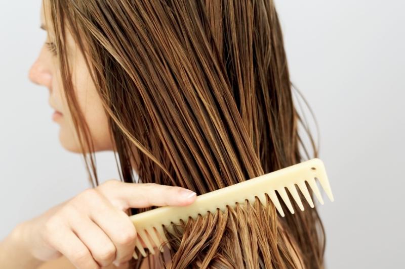 Dlaczego lepiej zamienić odżywkę na maskę do włosów?